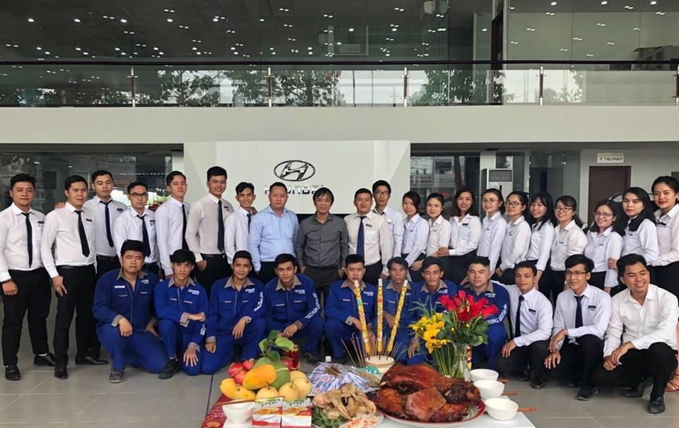 tập thể nhân viên tại Hyundai Tây Ninh